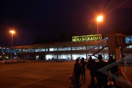 Bandar udara Minang Kabau, source gambar : antara