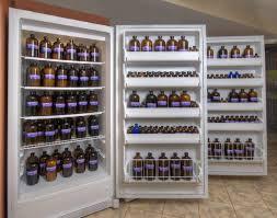 Penyimpanan suhu rendah di dalam lemari pendingin .. source gambar stillpoint aromatic
